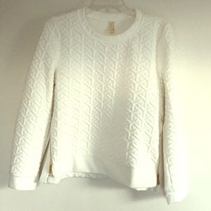 Sweaters - Off white quilted sweatshirt
